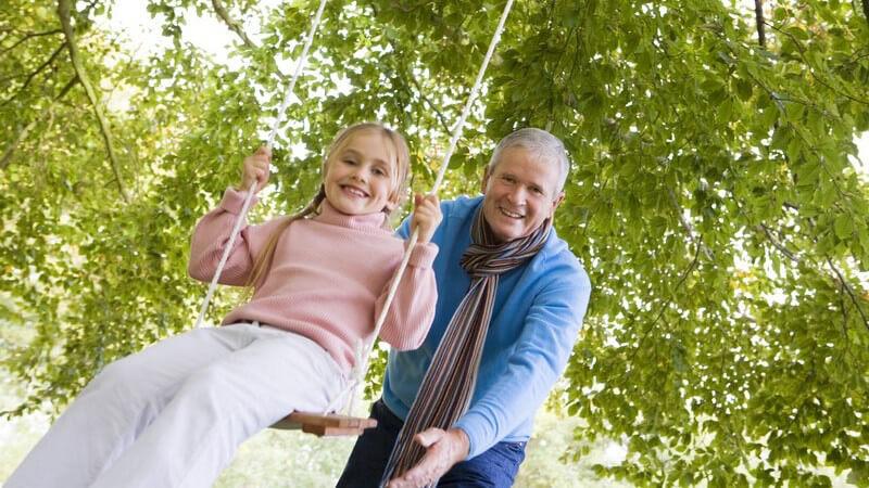Wir geben Spielideen zur Förderung des Gleichgewichtssinns für unterschiedliche Altersklassen und erklären, warum Sportspiele so wichtig für Kinder sind