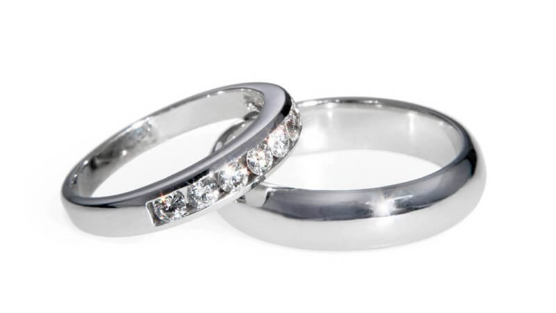Das Ehegattensplitting bietet sich für Ehepaare mit unterschiedlich hohem Einkommen an - durch eine steuerliche Zusammenveranlagung lassen sich insgesamt Steuern sparen