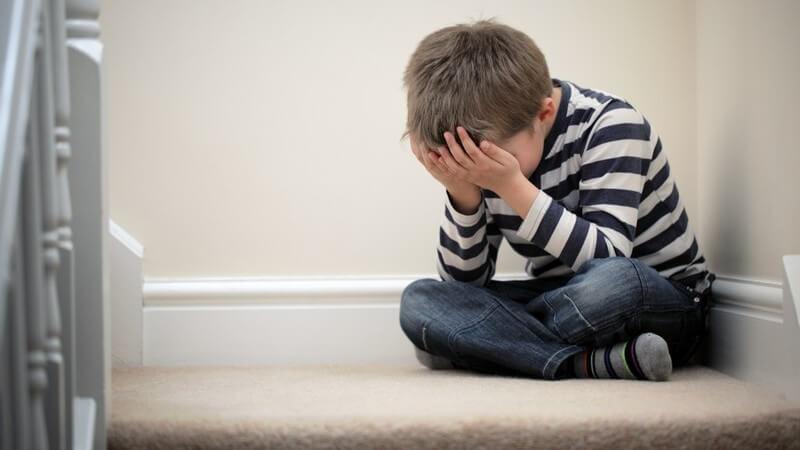 Woran man sexuellen Missbrauch bei Kleinkindern und Jugendlichen erkennen kann