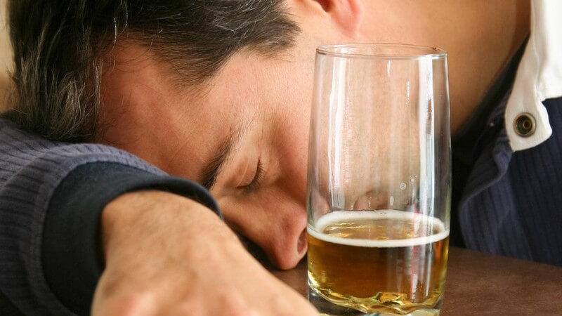 Die Entstehung einer Alkoholvergiftung und wie man sie behandeln und ihr vorbeugen kann