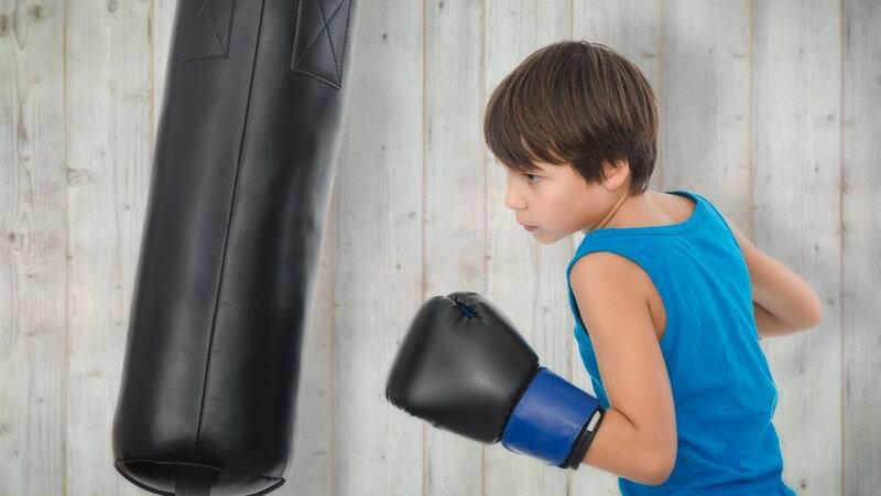 Alle praktischen Feinheiten der Selbstverteidigung sollten einem Kind erst ab einem Alter zwischen zehn und 12 Jahren beigebracht werden