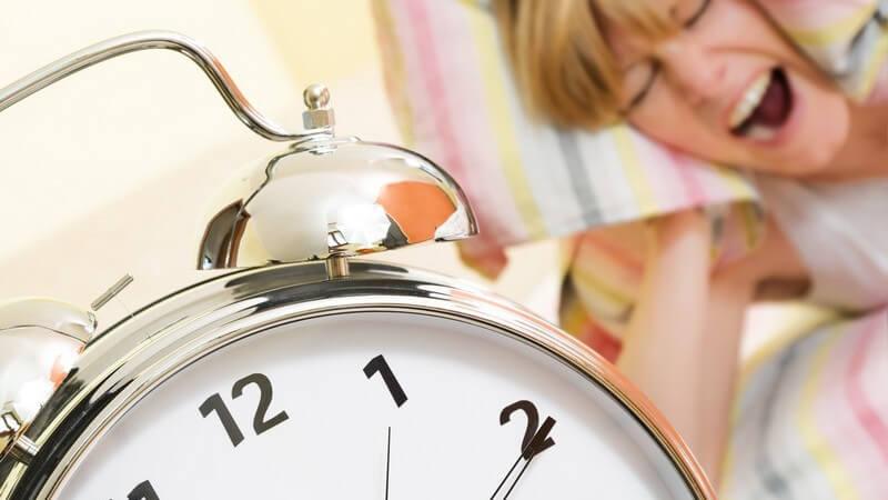Die Entstehung eines Schlafmangels und wie man ihn behandeln und verhindern kann