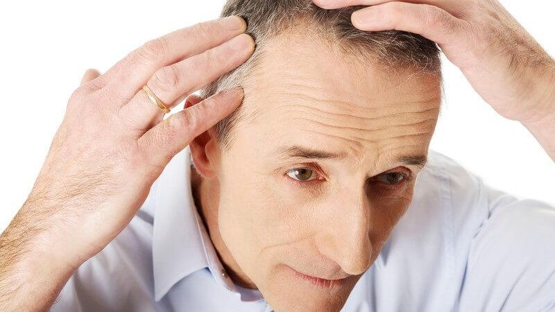 Die gutartige Zyste tritt in Form einer Beule vor allem an der Kopfhaut auf