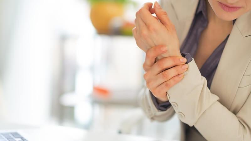 Sehnenscheidenentzündung auf der Daumenseite des Handgelenks