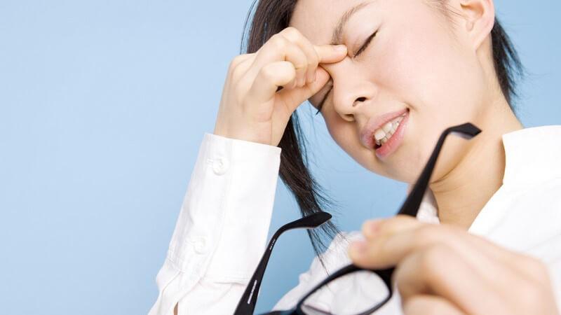 Ursachen, Beschwerden und Behandlung von Augentrockenheit
