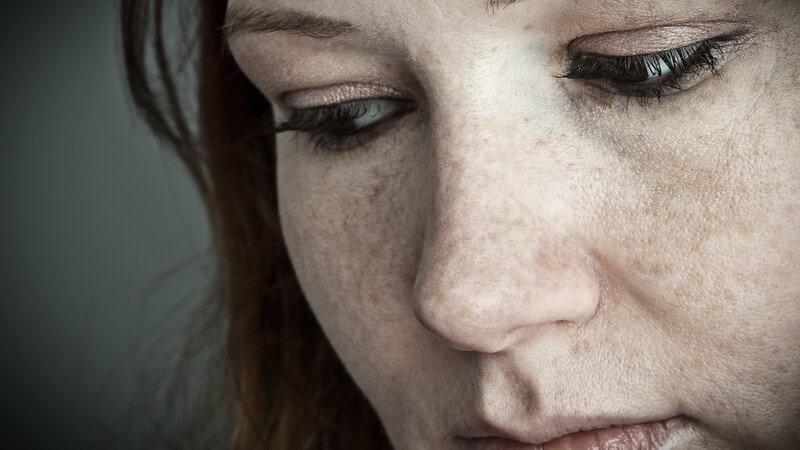 Erstarrung und Stimmlosigkeit zum Beispiel infolge einer schweren psychischen Erkrankung