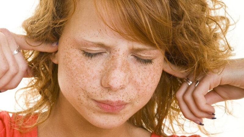 Juckende Ohren sind oft harmlos, können aber auch auf eine Erkankung hindeuten