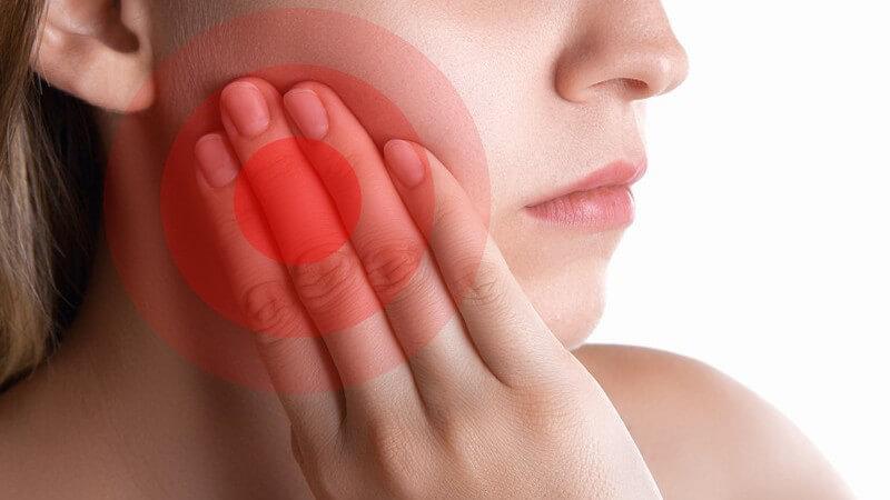Schmerzen am Zahnfleisch aufgrund einer Entzündung oder Verletzung