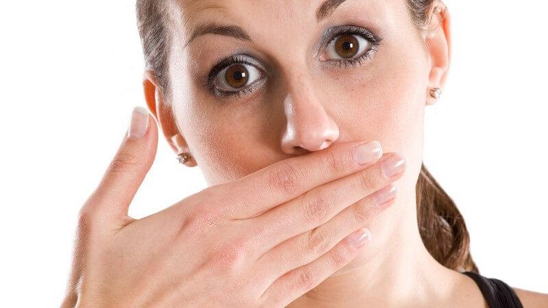 Gründe für das Rülpsen und wann es auf eine Erkrankung schließen lässt