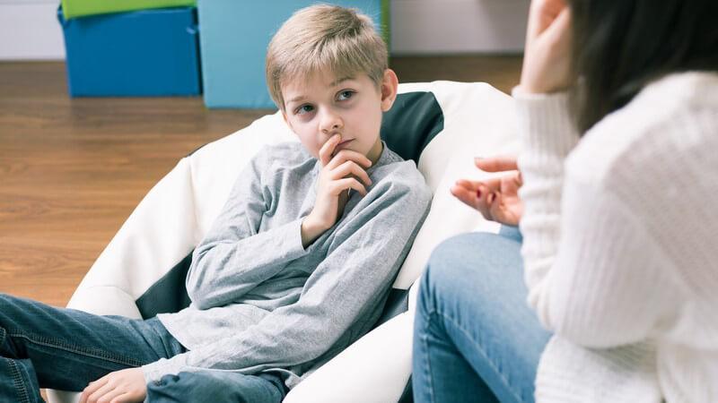 Das Nachsprechen zuvor gehörter Wörter oder Sätze bei Babys oder infolge einer psychischen Erkrankung