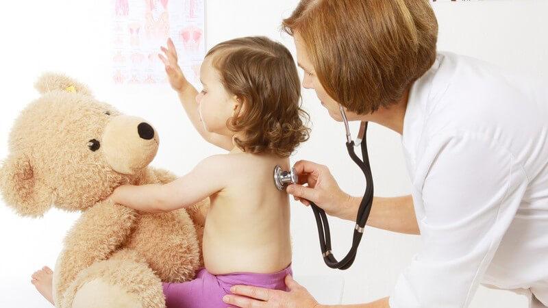 Körperliche Untersuchung durch das Abhorchen von Herztönen oder Atemgeräuschen