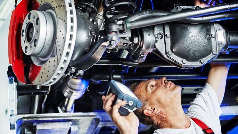 Rund um die Reparatur des Autos