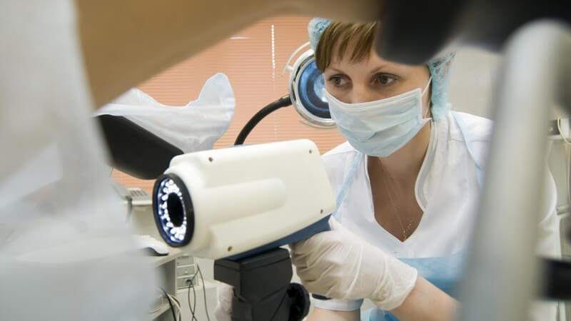 Die Konisation wird angewandt, wenn es beim PAP-Test zu auffälligen Befunden kommt - der Eingriff gilt als wenig riskant