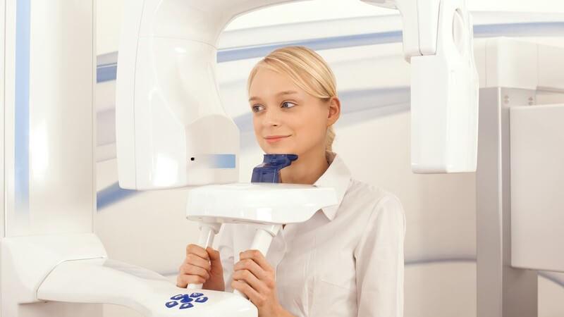 Empfohlene Untersuchungen für Frauen und Männer zur Früherkennung von Erkrankungen im Mundbereich