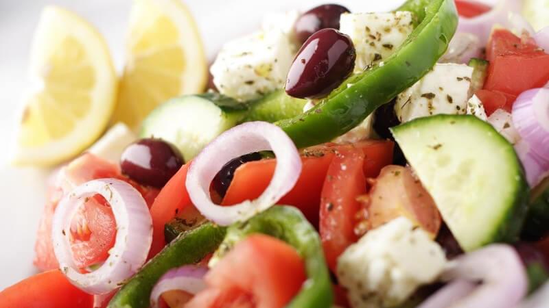 Oliven, Bauernsalat, Joghurtdips und Co - Ein kurzer Überblick über die klassischen Vorspeisen in Griechenland und der Türkei