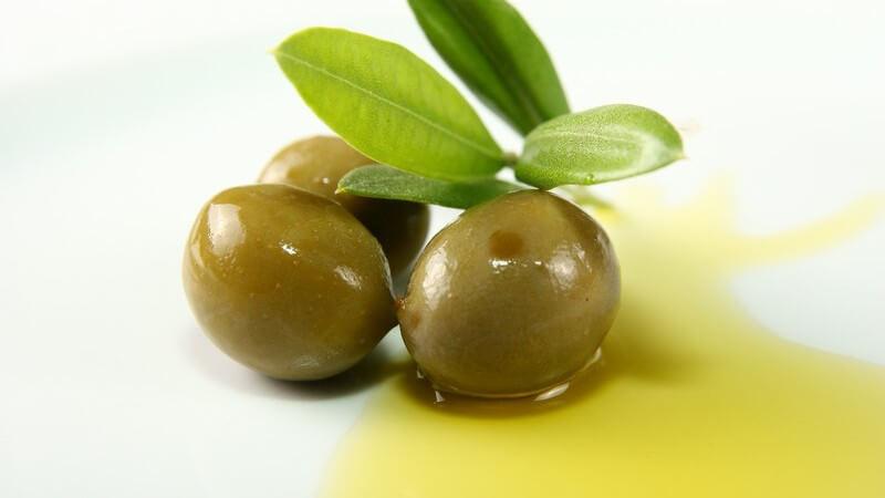 Raffiniertes Öl ist länger haltbar und hat einen geringen Eigengeschmack; Natives oder kaltgepresstes Öl sollte nicht erhitzt werden