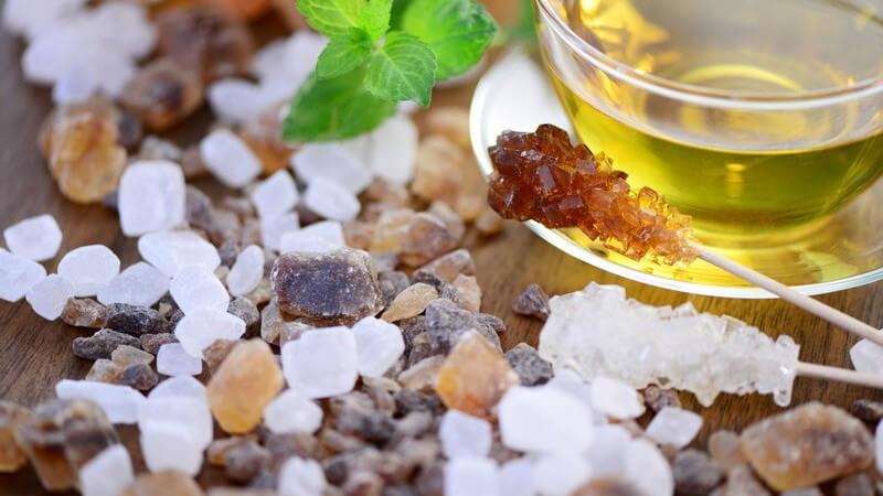 Kandiszucker verwendet man z.B. beim Backen oder zum Süßen von Tee