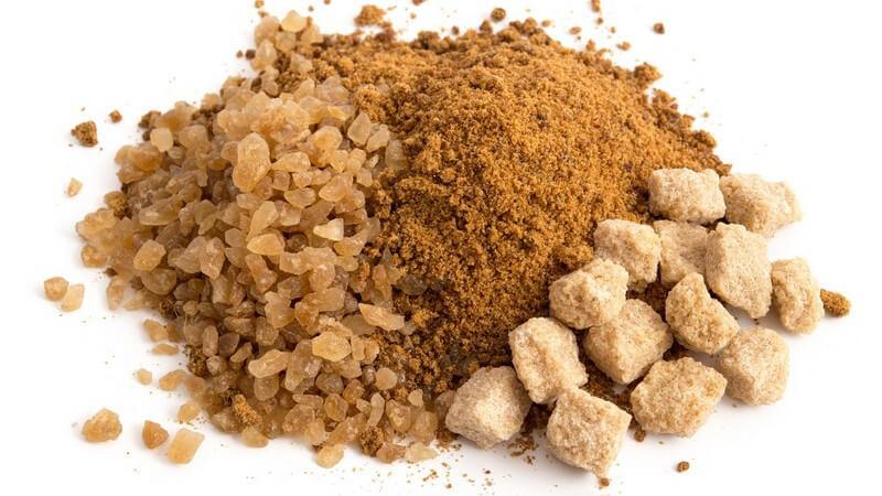 Rohrzucker wird zum Kochen und Backen verwendet, Rohrzucker ist die weiterverarbeitete Version von Vollrohrzucker