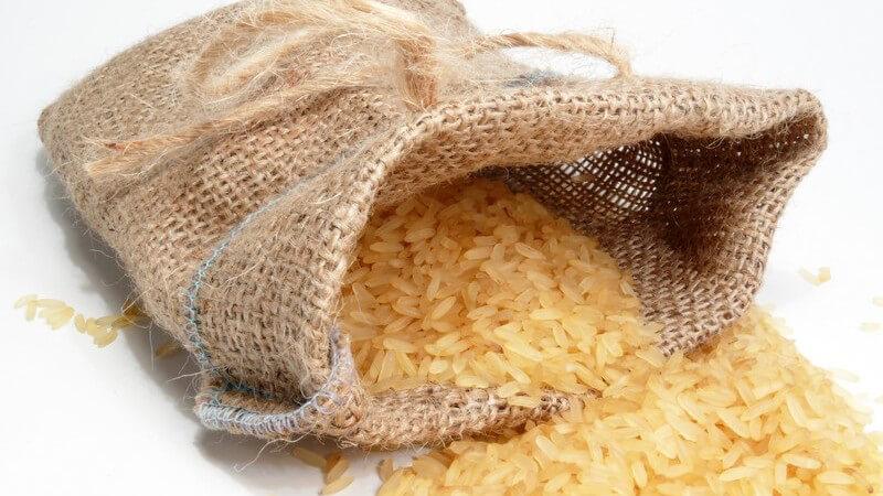 Rangoon-Reis weist einen sehr aromatischen Geschmack auf; er wird z.B. mit Fleisch oder Fisch kombiniert