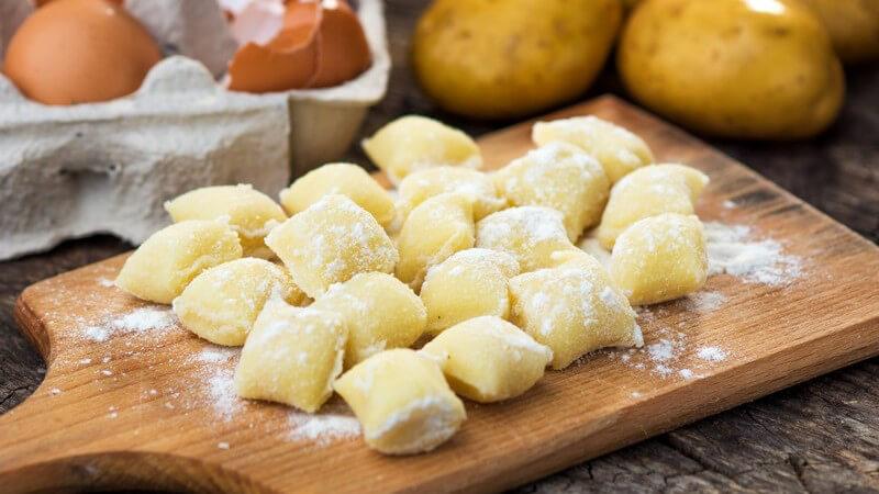 Bei Gnocchi ist die Sauce meist sehr dickflüssig