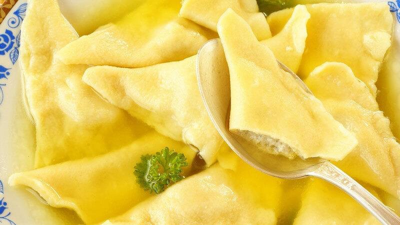 Tortelloni werden z.B. mit einer Hackfleischsauce gefüllt