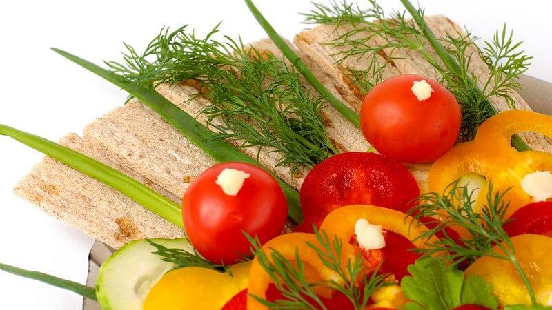 Die Cocktailtomate schmeckt angenehm süß und eignet sich z.B. zur Zubereitung eines Salats, auch diese Tomatenart kann man einfach selbst anbauen