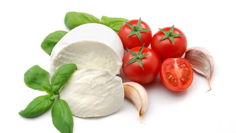 Aus Eiertomaten lässt sich eine leckere Tomatensauce oder Tomatensuppe herstellen, da ihr Geschmack sehr intensiv ist