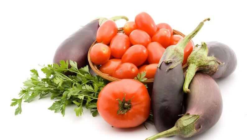 Die Flaschentomate enthält sehr viel Fruchtfleisch und eignet sich daher sehr gut für die Zubereitung von Saucen