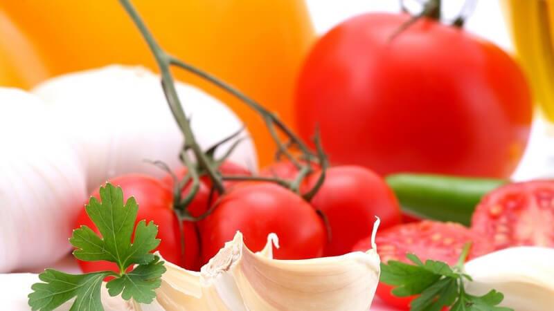 Die Strauchtomate gibt es in verschiedenen Sorten und ist demnach je nach Geschmack vielseitig verwendbar - so zählt sie zu den beliebtesten Tomatenarten