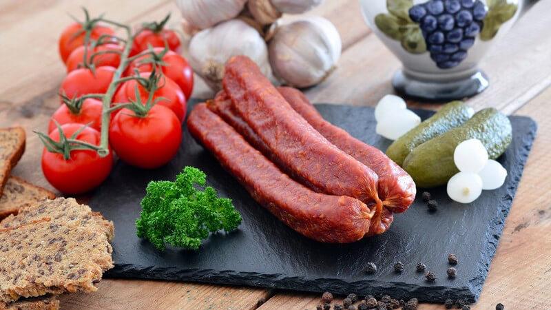 Klein, aber oho - die Silberzwiebel kommt ohne Fett und dafür mit Vitaminen daher - man verwendet sie z.B. als Buffet-Garnierung