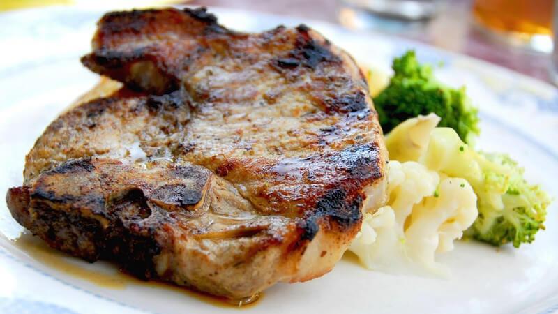 Das Fleisch sollte nicht zu lange gebraten werden, sonst wird es trocken