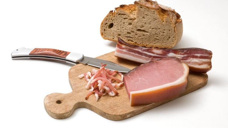 Spareribs und Speck als beliebte Produkte aus dem Schweinebauch