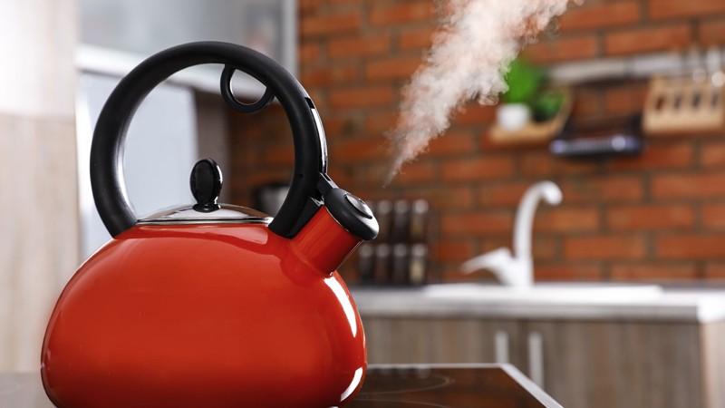 Dampfender Teekessel