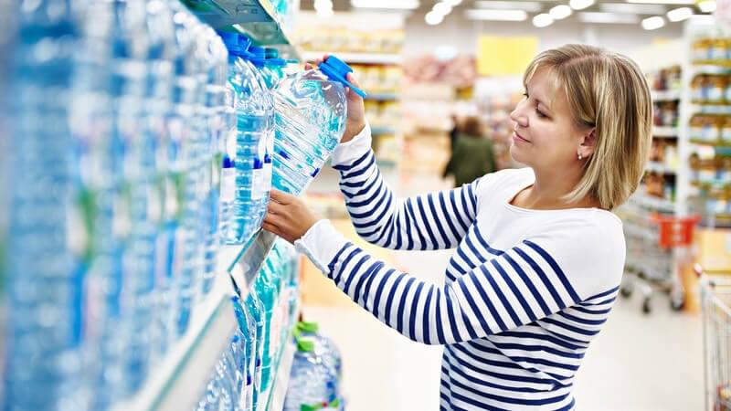 Einwegflaschen werden vollständig recycelt, um in neuen Gebrauchsgegenständen Verwendung finden zu können