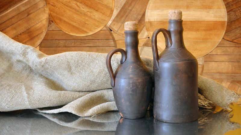 Tonflaschen mit Korken