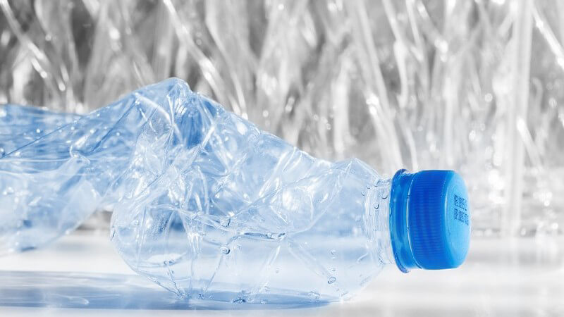 Flaschen aus Kunststoff weisen viele Vorteile auf und finden für zahlreiche Produkte Verwendung