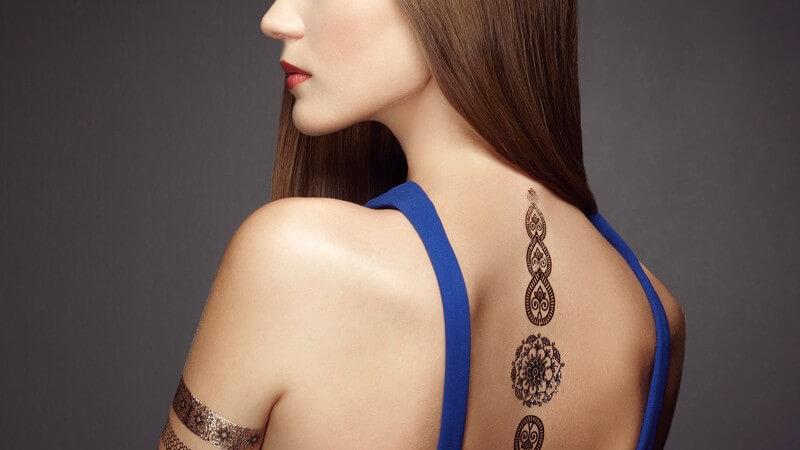 Einblick in die Ursprünge und die heutige Situation der westlichen Tattookunst, samt aktueller Tattoo-Trends
