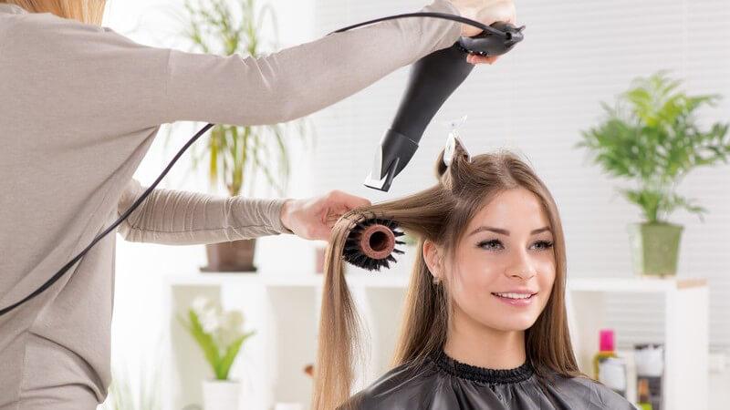 Wie schädlich ist das Föhnen für die Haare? Auf die richtige Temperatur und den richtigen Hitzeschutz kommt es an!