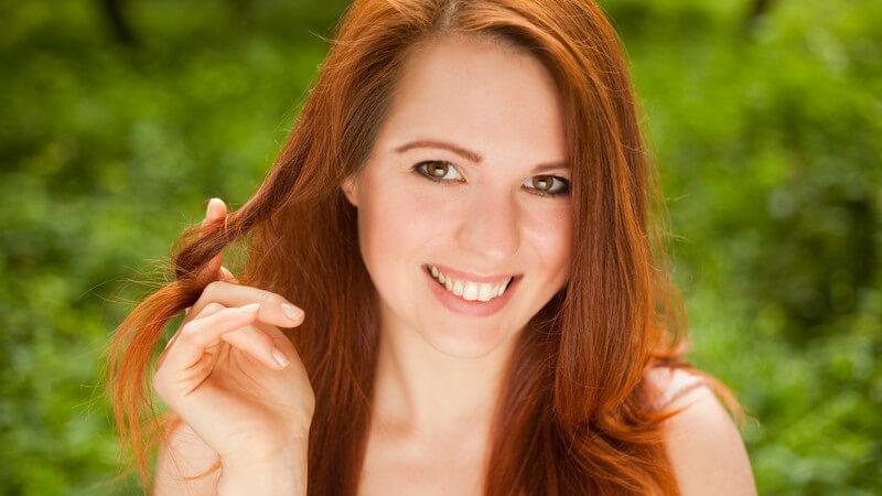 Tipps für optimalen Sonnenschutz von langem Haar und für die Regeneration von langem, sonnengeschädigtem Haar
