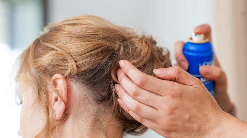 Warum und wofür Haarpuder hilfreich ist und wie man es anwendet