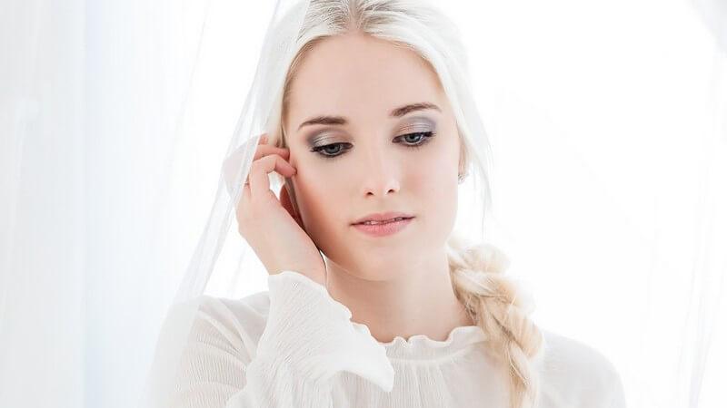Tipps zum Frisieren der Haare im Seventies-Style
