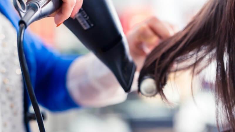 Was die Föhnwelle ausmacht und wie man sie in das Haar zaubert