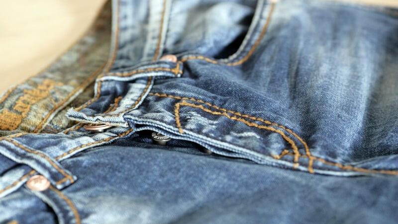 Geschichte, Entwicklung und typische Merkmale der Jeans von Replay
