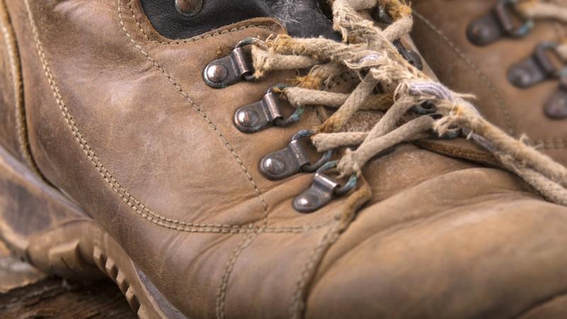 Verschiedene Tipps und Tricks, um seine Schnürsenkel selbst zu flicken