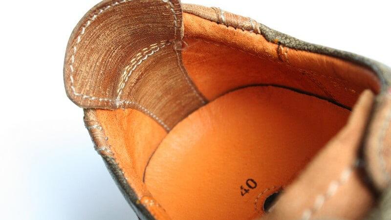 Wie Sie nasse Schuhe am besten trocknen und pflegen - und unschöne Wasserränder beseitigen können