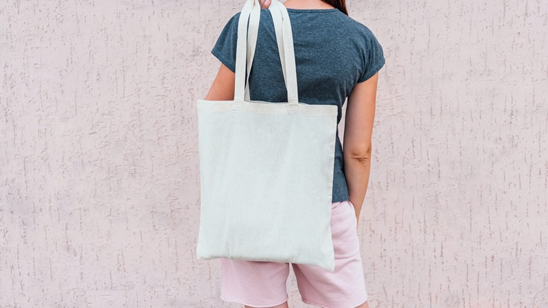 Frau mit Shopping Bag