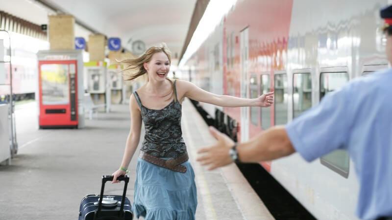 Je nach Fluggesellschaft unterscheiden sich die Richtilinien hinsichtlich Höchstmaße und Höchstgewicht des Gepäckstücks