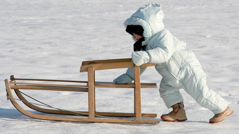 Nicht alle Materialien halten einer wilden Schneeballschlacht im Winter erfolgreich stand