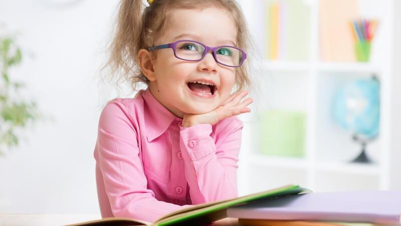 Die kindliche Entwicklung in einem Alter von 4 bis 4,5 Jahren