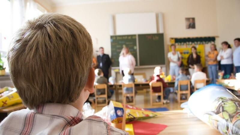 Die kindliche Entwicklung in der erste Klasse